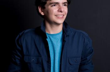 Adolescente de 14 anos lança terceiro livro sobre educação financeira no Brasil e EUA